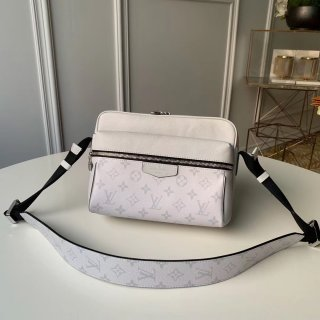 louis vuitton Outdoor Messenger bag m30243 blanc in taiga leather bag