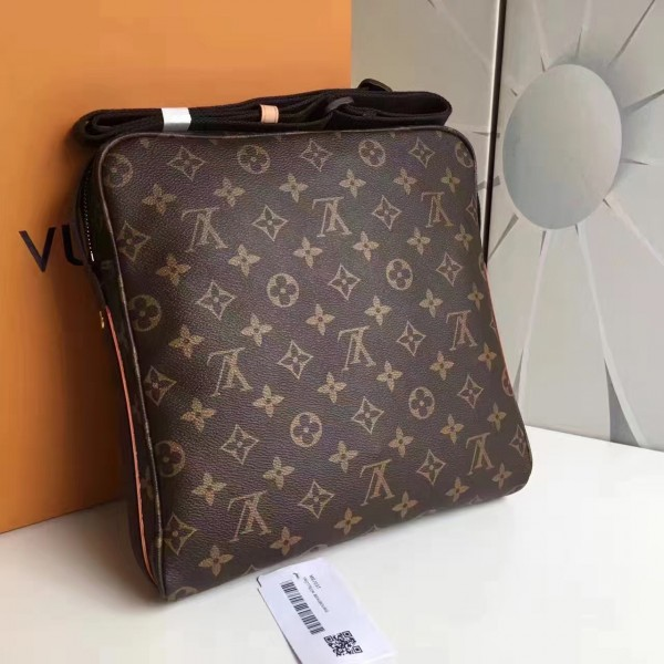 Louis Vuitton Trotteur Beaubourg Bag Monogram Canvas M97037 bag