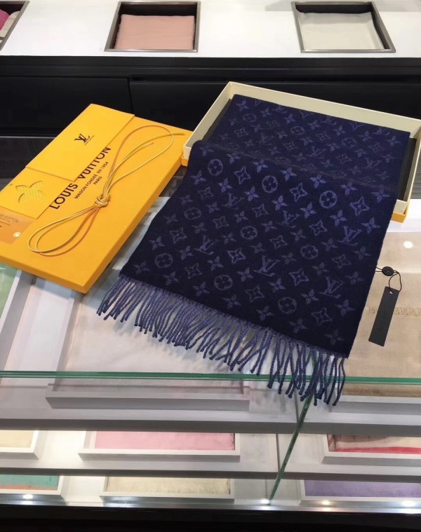 Louis Vuitton Monogram Gradient Scarf M70257