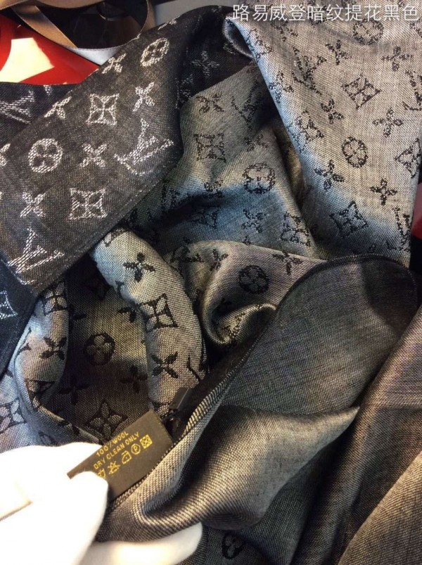 Louis Vuitton Monogram Wave Stole M75354